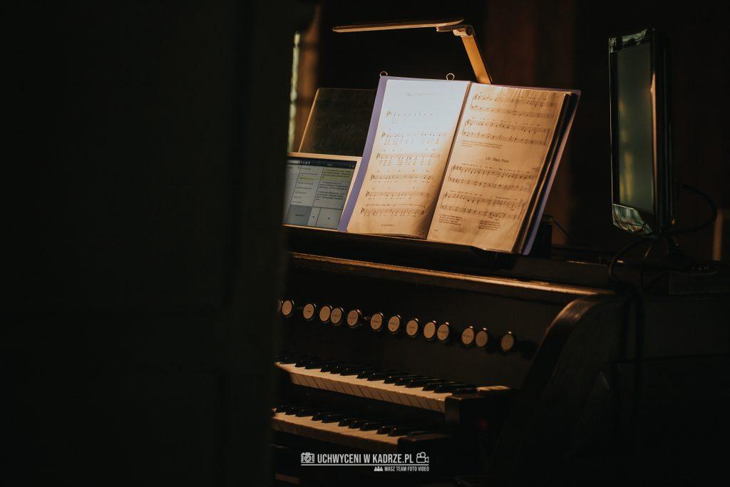 Magdalena Bartłomiej Fotografia Slubna 160 1024x683 - Ślub w zabytkowym drewnianym kościele | Tomaszów Lubelski