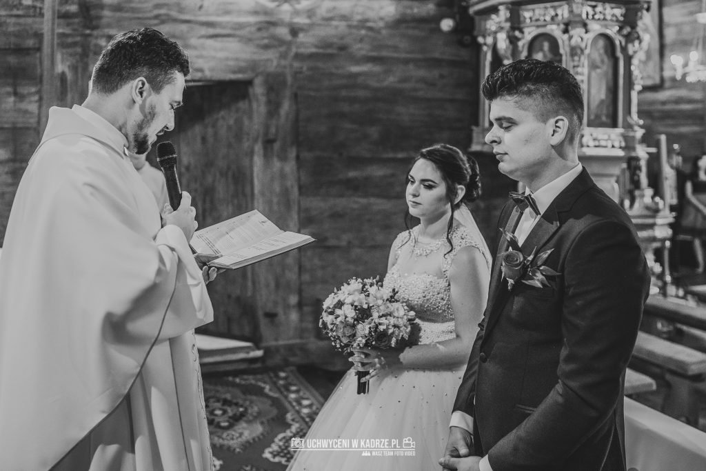 Magdalena Bartłomiej Fotografia Slubna 163 1024x683 - Ślub w zabytkowym drewnianym kościele | Tomaszów Lubelski