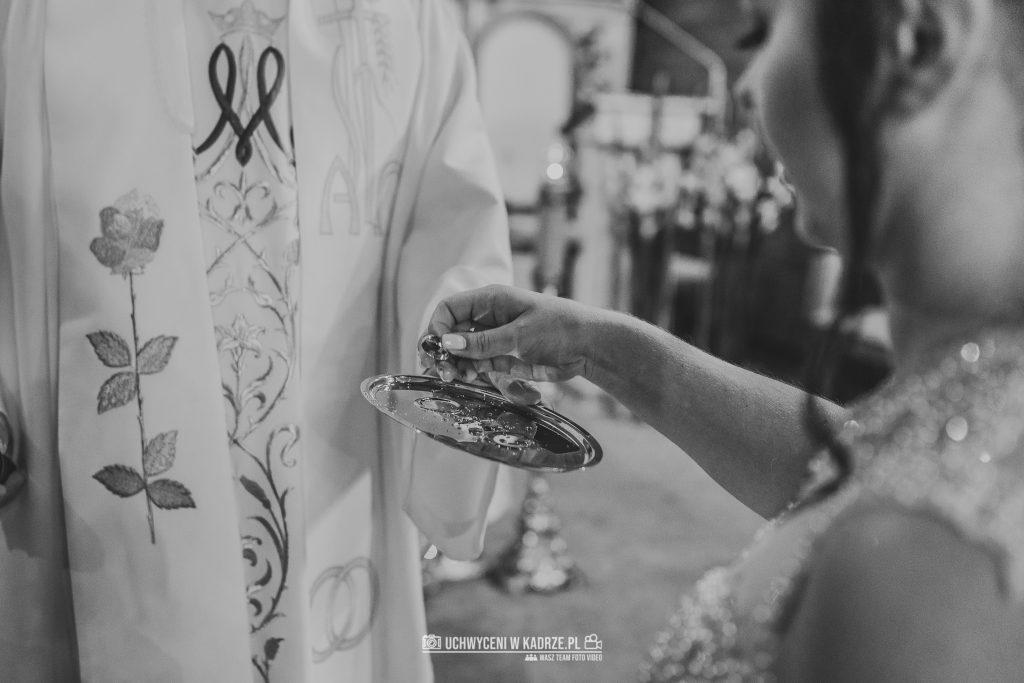 Magdalena Bartłomiej Fotografia Slubna 170 1024x683 - Ślub w zabytkowym drewnianym kościele | Tomaszów Lubelski