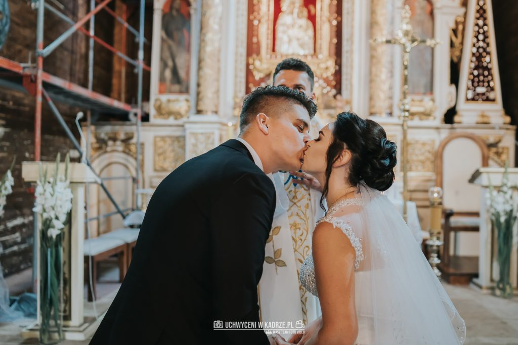 Magdalena Bartłomiej Fotografia Slubna 175 1024x683 - Ślub w zabytkowym drewnianym kościele | Tomaszów Lubelski