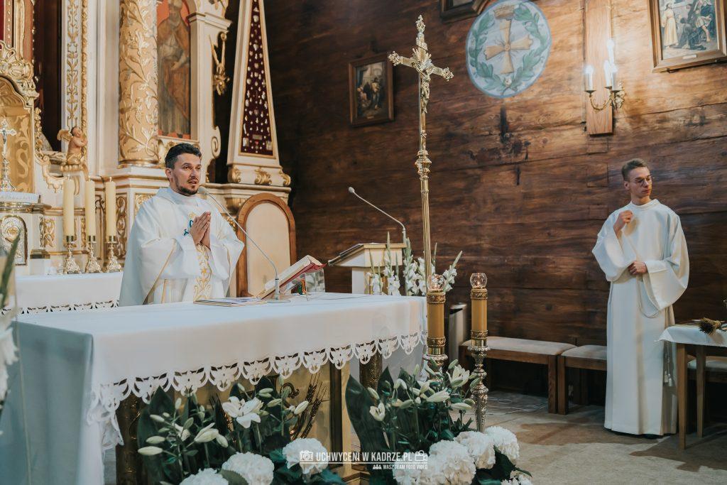 Magdalena Bartłomiej Fotografia Slubna 185 1024x683 - Ślub w zabytkowym drewnianym kościele | Tomaszów Lubelski
