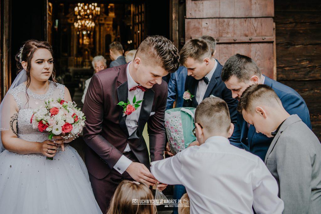 Magdalena Bartłomiej Fotografia Slubna 195 1024x683 - Ślub w zabytkowym drewnianym kościele | Tomaszów Lubelski