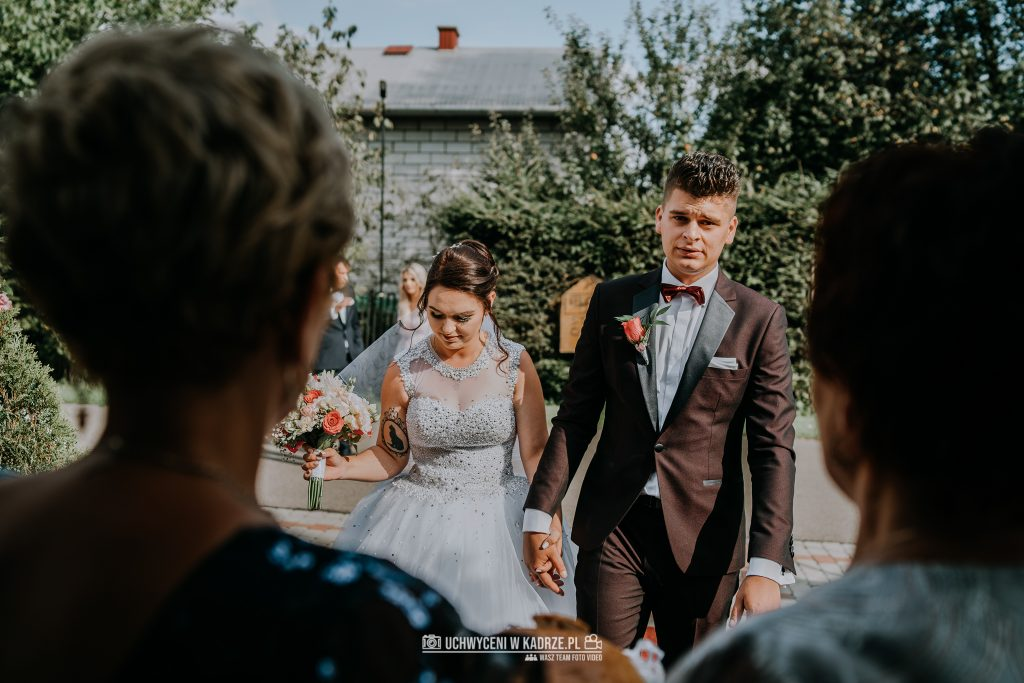 Magdalena Bartłomiej Fotografia Slubna 220 1024x683 - Ślub w zabytkowym drewnianym kościele | Tomaszów Lubelski