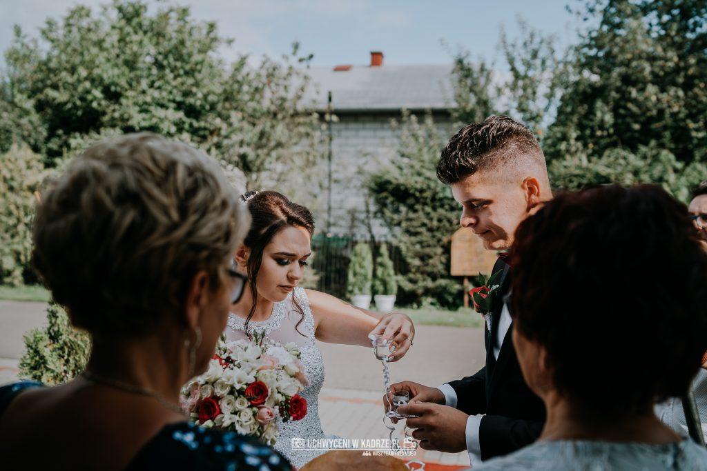 Magdalena Bartłomiej Fotografia Slubna 221 1024x683 - Ślub w zabytkowym drewnianym kościele | Tomaszów Lubelski