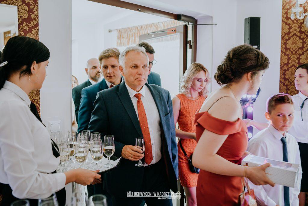 Magdalena Bartłomiej Fotografia Slubna 224 1024x683 - Ślub w zabytkowym drewnianym kościele | Tomaszów Lubelski