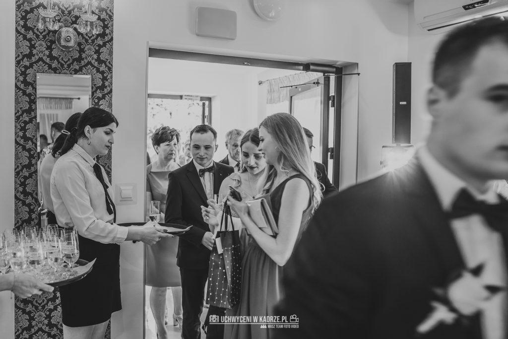 Magdalena Bartłomiej Fotografia Slubna 225 1024x683 - Ślub w zabytkowym drewnianym kościele | Tomaszów Lubelski