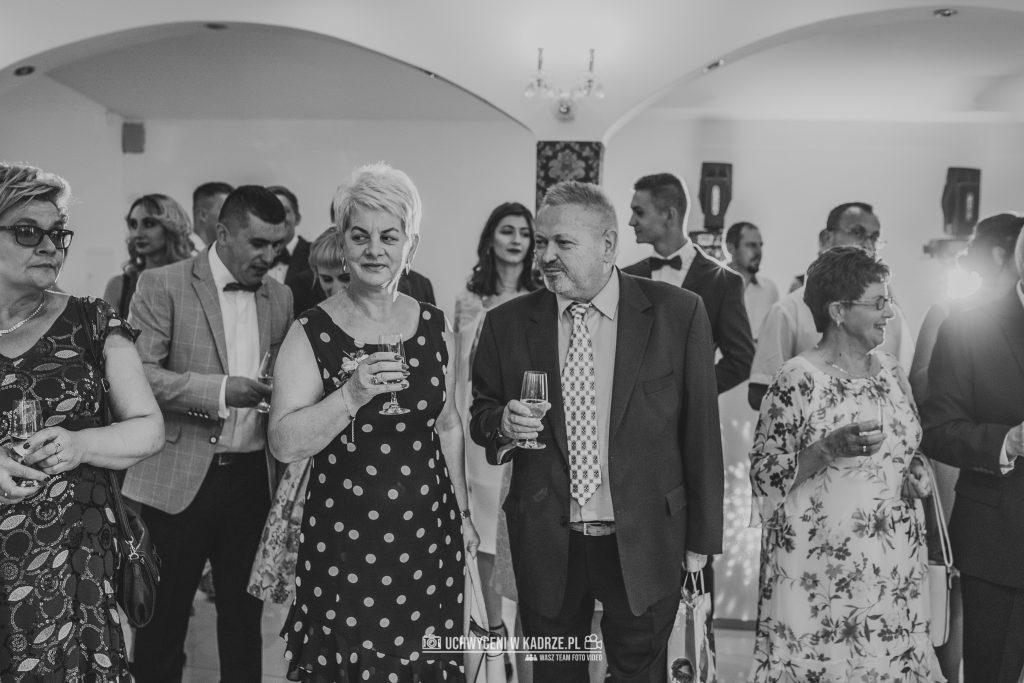 Magdalena Bartłomiej Fotografia Slubna 228 1024x683 - Ślub w zabytkowym drewnianym kościele | Tomaszów Lubelski