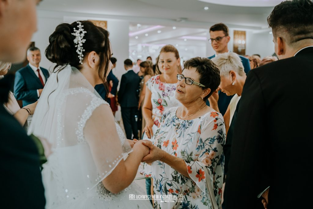 Magdalena Bartłomiej Fotografia Slubna 239 1024x683 - Ślub w zabytkowym drewnianym kościele | Tomaszów Lubelski
