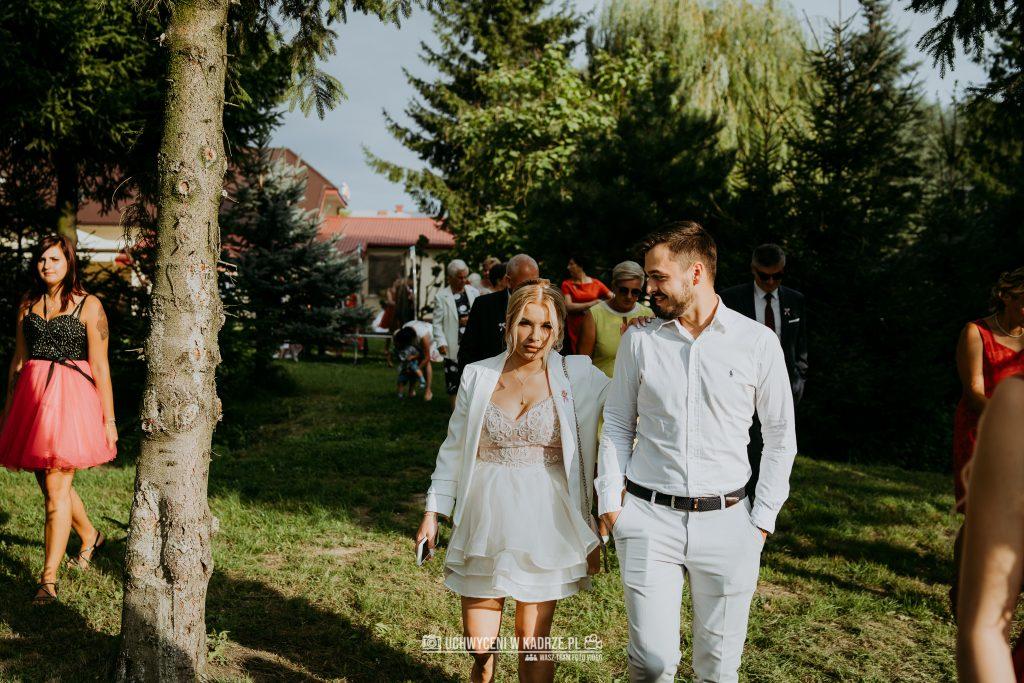 Magdalena Bartłomiej Fotografia Slubna 250 1024x683 - Ślub w zabytkowym drewnianym kościele | Tomaszów Lubelski