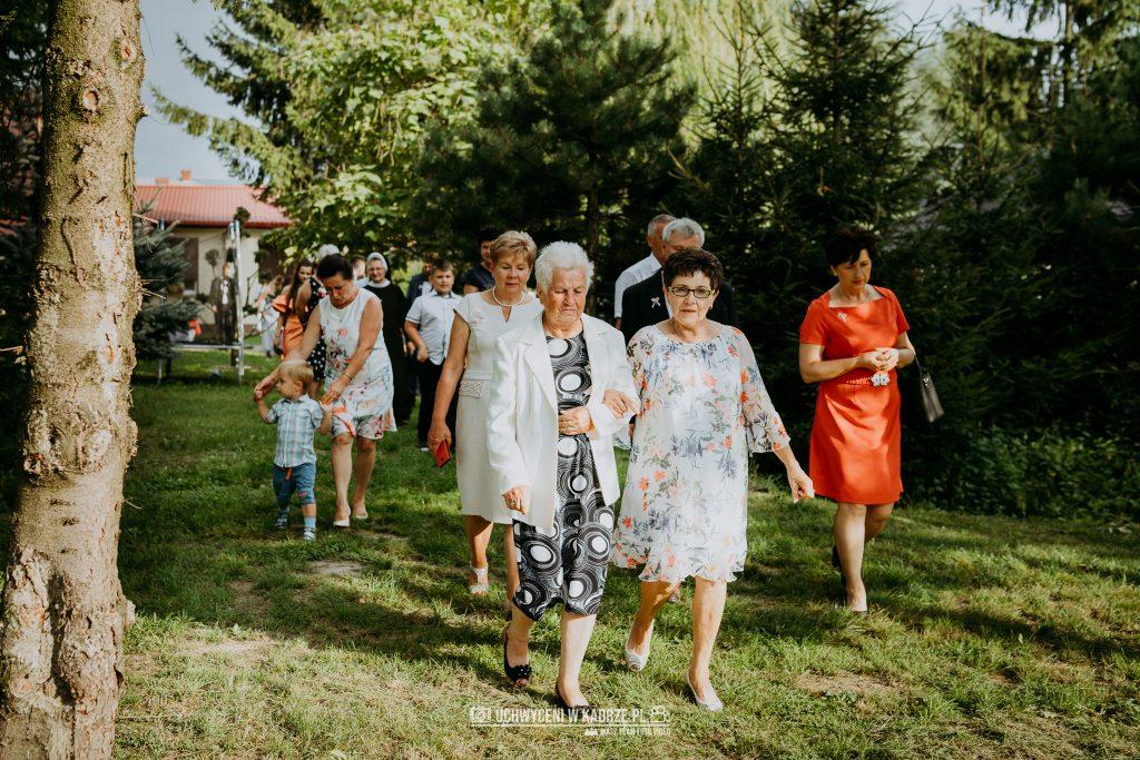 Magdalena Bartłomiej Fotografia Slubna 251 1024x683 - Ślub w zabytkowym drewnianym kościele | Tomaszów Lubelski