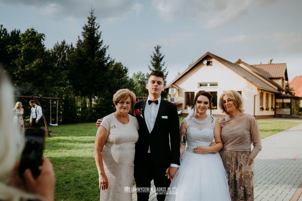 Magdalena Bartłomiej Fotografia Slubna 256 1024x683 - Ślub w zabytkowym drewnianym kościele | Tomaszów Lubelski