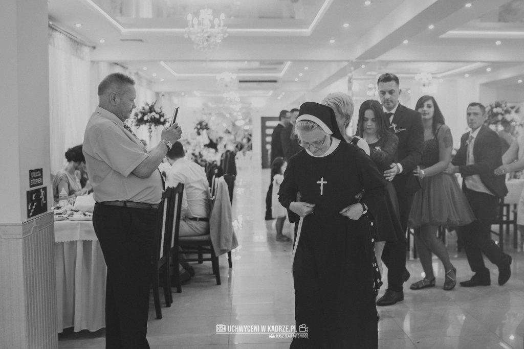 Magdalena Bartłomiej Fotografia Slubna 272 1024x683 - Ślub w zabytkowym drewnianym kościele | Tomaszów Lubelski