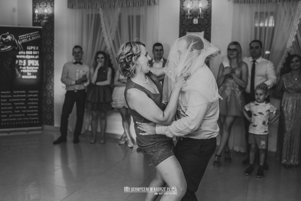 Magdalena Bartłomiej Fotografia Slubna 375 1024x683 - Ślub w zabytkowym drewnianym kościele | Tomaszów Lubelski