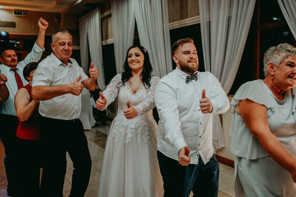 reportaz slubny lubelskie magda tomek 149 1024x683 - Przepiękne wesele w Hotelu 'Regent' w Pawłowie | Magda & Tomek | 26.10.2019