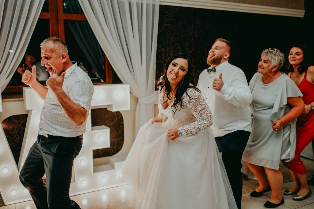 reportaz slubny lubelskie magda tomek 151 1024x683 - Przepiękne wesele w Hotelu 'Regent' w Pawłowie | Magda & Tomek | 26.10.2019