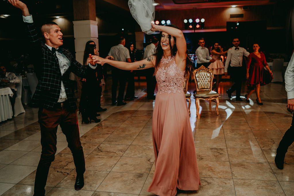 reportaz slubny lubelskie magda tomek 164 1024x683 - Przepiękne wesele w Hotelu 'Regent' w Pawłowie | Magda & Tomek | 26.10.2019