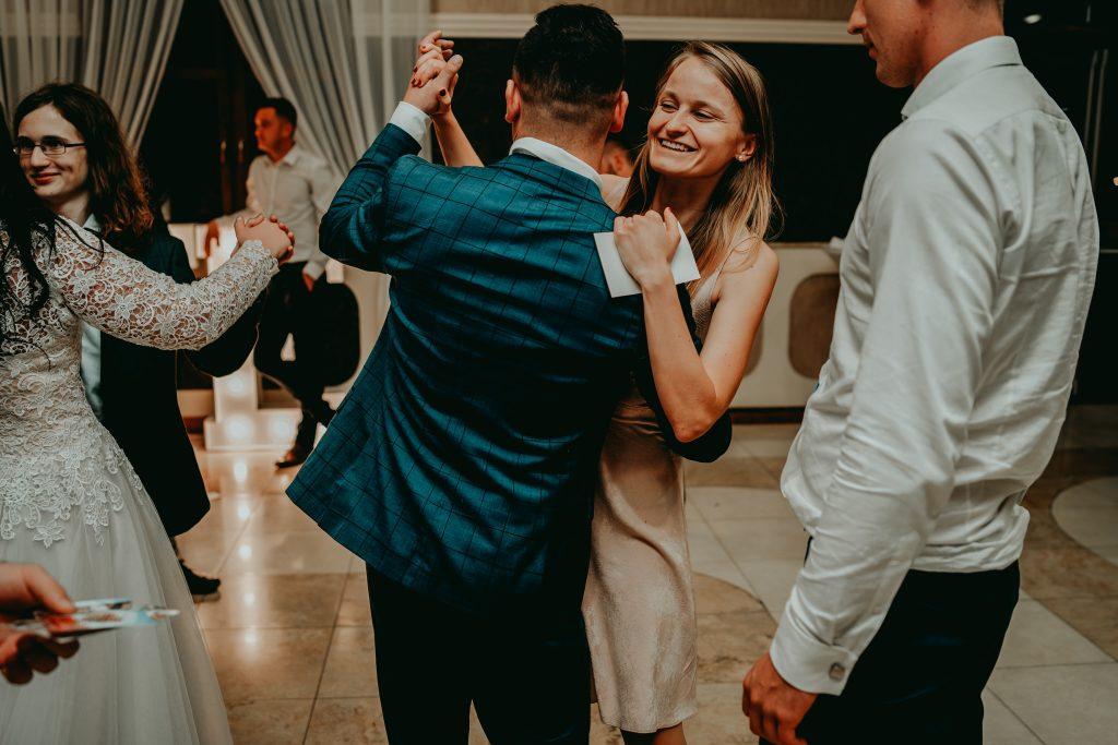 reportaz slubny lubelskie magda tomek 175 1024x683 - Przepiękne wesele w Hotelu 'Regent' w Pawłowie | Magda & Tomek | 26.10.2019
