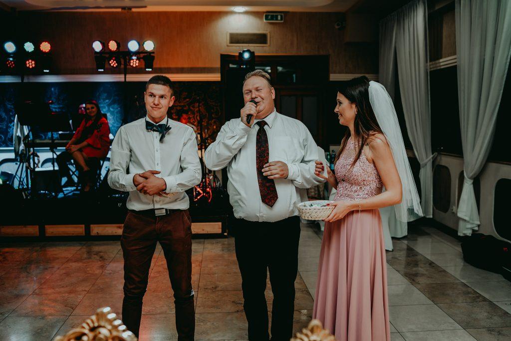 reportaz slubny lubelskie magda tomek 181 1024x683 - Przepiękne wesele w Hotelu 'Regent' w Pawłowie | Magda & Tomek | 26.10.2019
