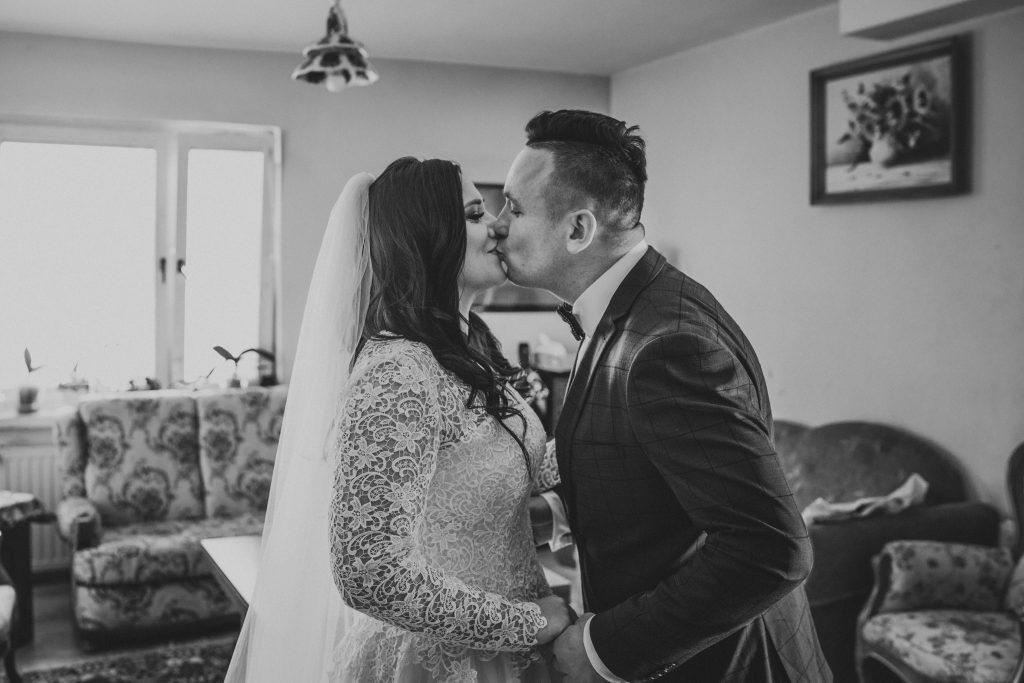 reportaz slubny lubelskie magda tomek 23 1024x683 - Przepiękne wesele w Hotelu 'Regent' w Pawłowie | Magda & Tomek | 26.10.2019