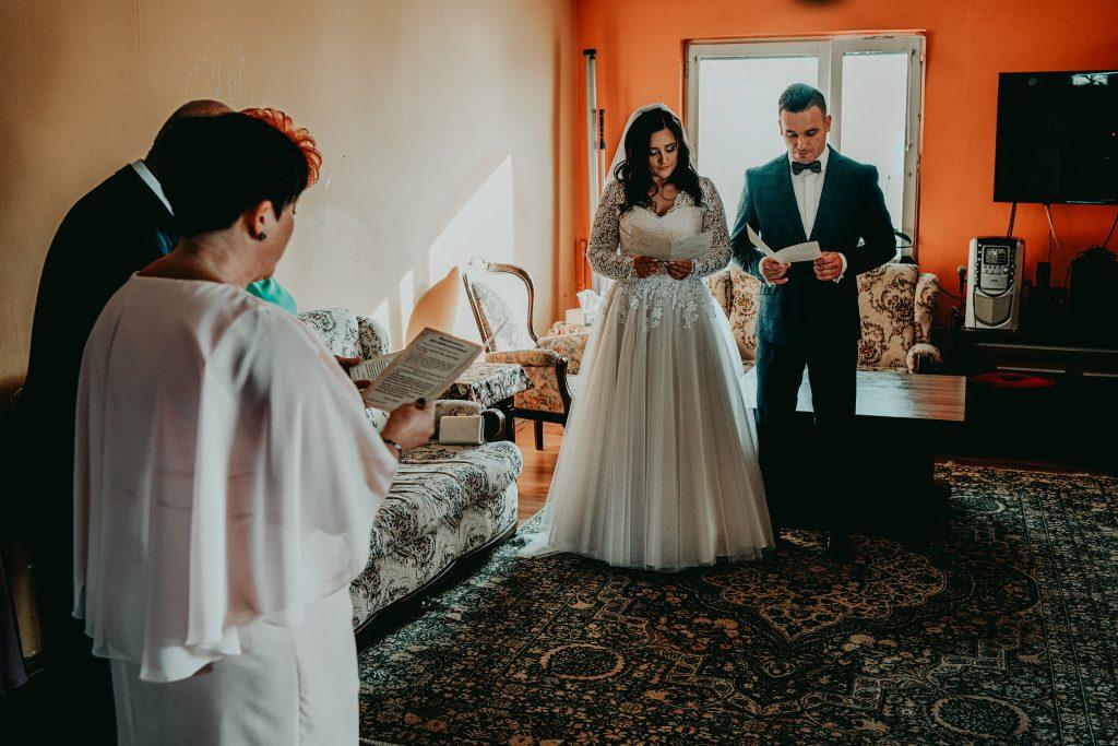 reportaz slubny lubelskie magda tomek 27 1024x683 - Przepiękne wesele w Hotelu 'Regent' w Pawłowie | Magda & Tomek | 26.10.2019