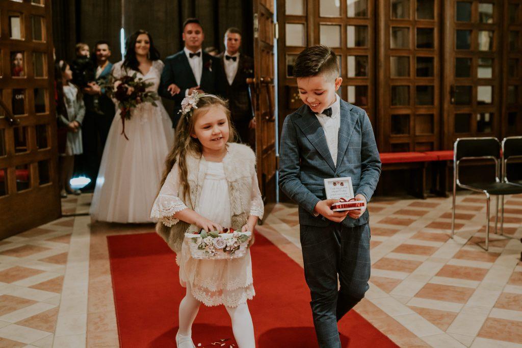 reportaz slubny lubelskie magda tomek 45 1024x683 - Przepiękne wesele w Hotelu 'Regent' w Pawłowie | Magda & Tomek | 26.10.2019