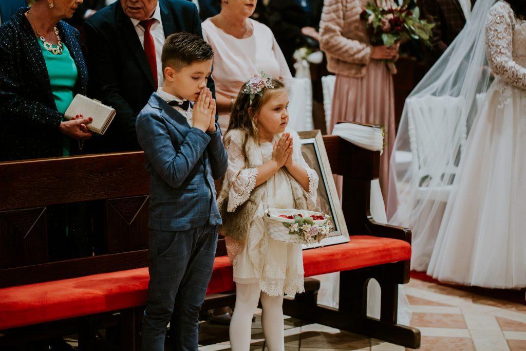 reportaz slubny lubelskie magda tomek 49 1024x683 - Przepiękne wesele w Hotelu 'Regent' w Pawłowie | Magda & Tomek | 26.10.2019