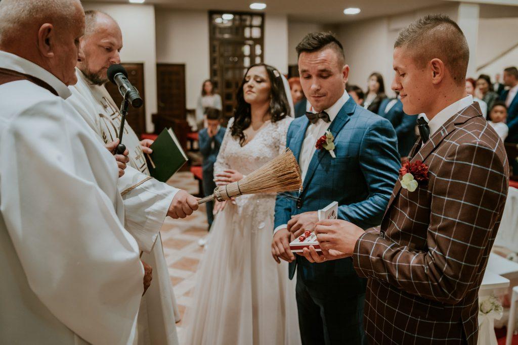reportaz slubny lubelskie magda tomek 59 1024x683 - Przepiękne wesele w Hotelu 'Regent' w Pawłowie | Magda & Tomek | 26.10.2019