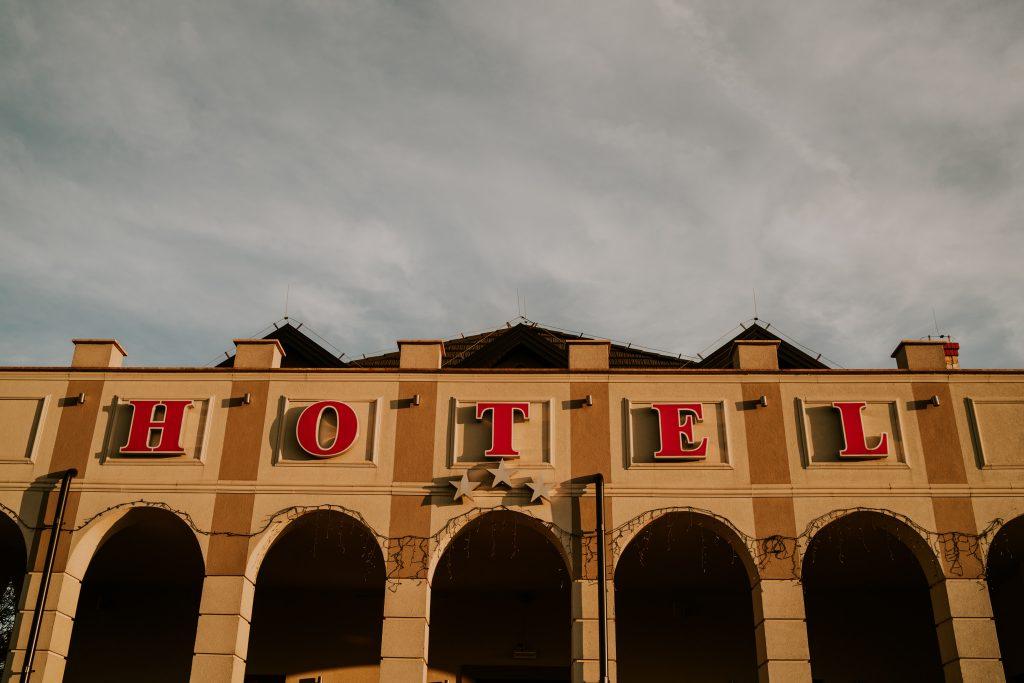 reportaz slubny lubelskie magda tomek 75 1024x683 - Przepiękne wesele w Hotelu 'Regent' w Pawłowie | Magda & Tomek | 26.10.2019