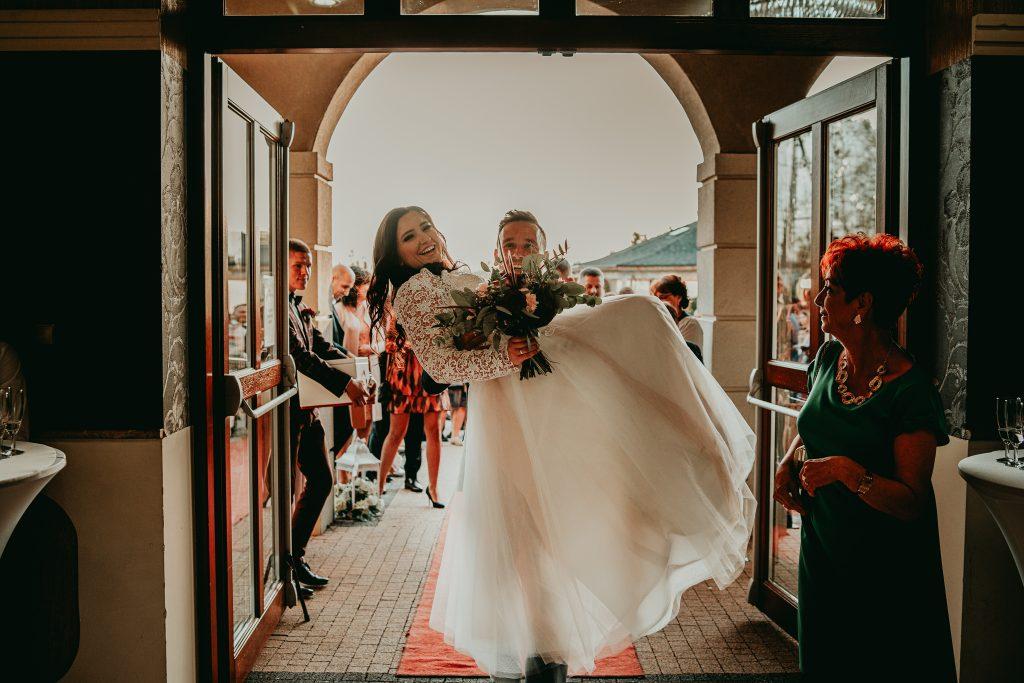 reportaz slubny lubelskie magda tomek 79 1024x683 - Przepiękne wesele w Hotelu 'Regent' w Pawłowie | Magda & Tomek | 26.10.2019