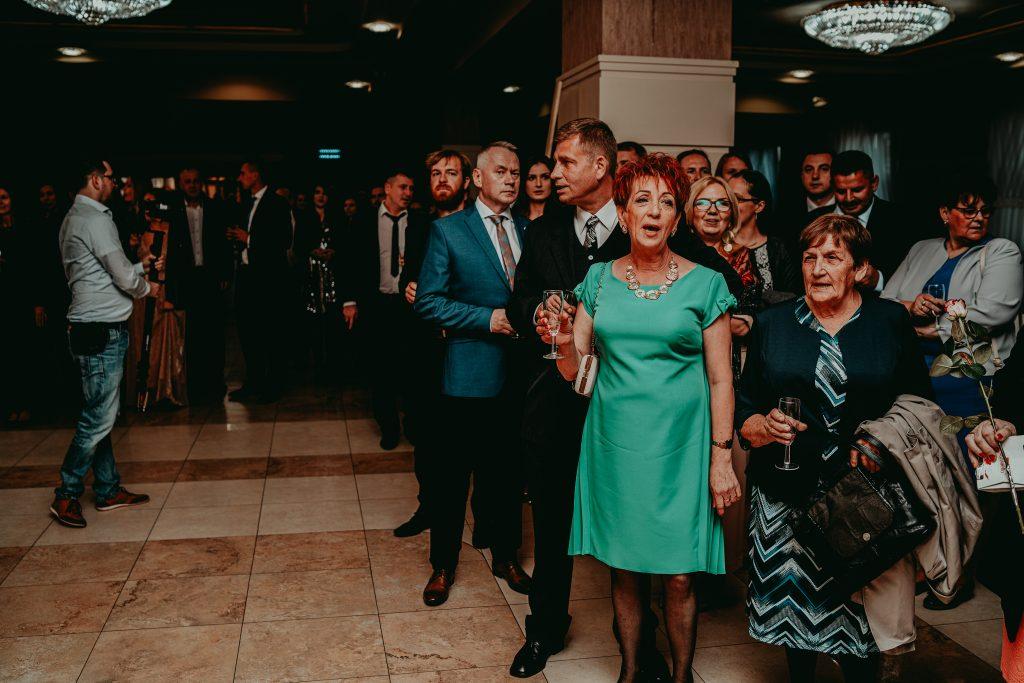 reportaz slubny lubelskie magda tomek 83 1024x683 - Przepiękne wesele w Hotelu 'Regent' w Pawłowie | Magda & Tomek | 26.10.2019