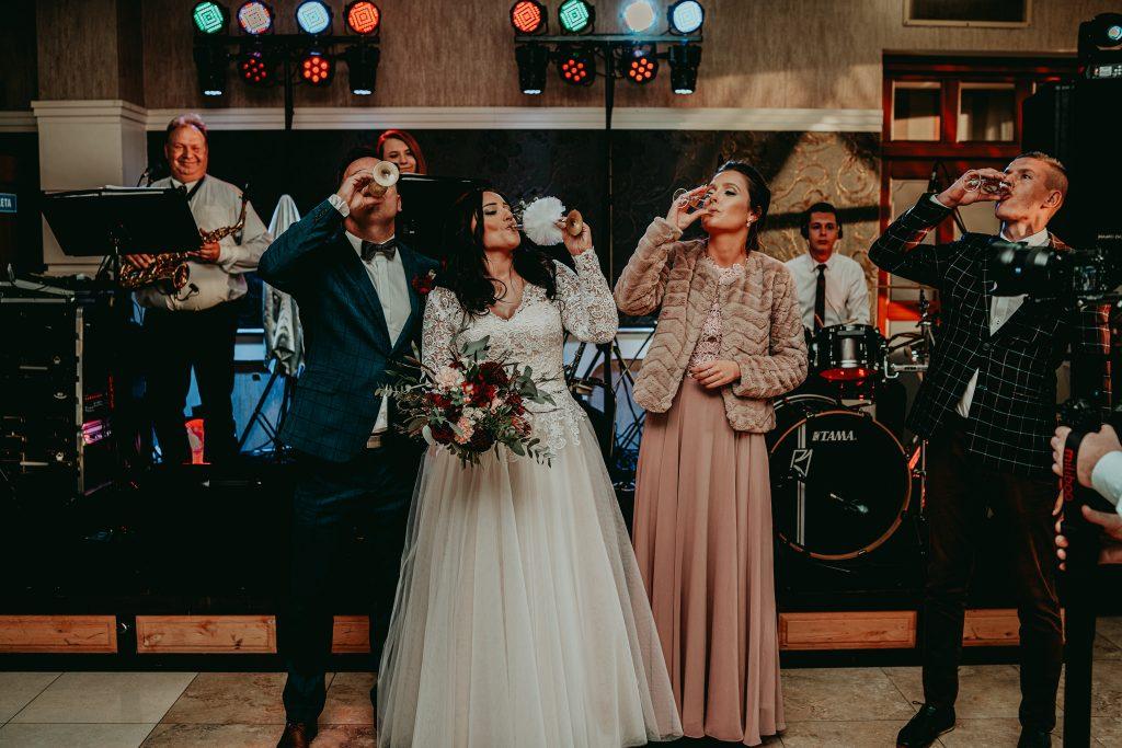 reportaz slubny lubelskie magda tomek 84 1024x683 - Przepiękne wesele w Hotelu 'Regent' w Pawłowie | Magda & Tomek | 26.10.2019
