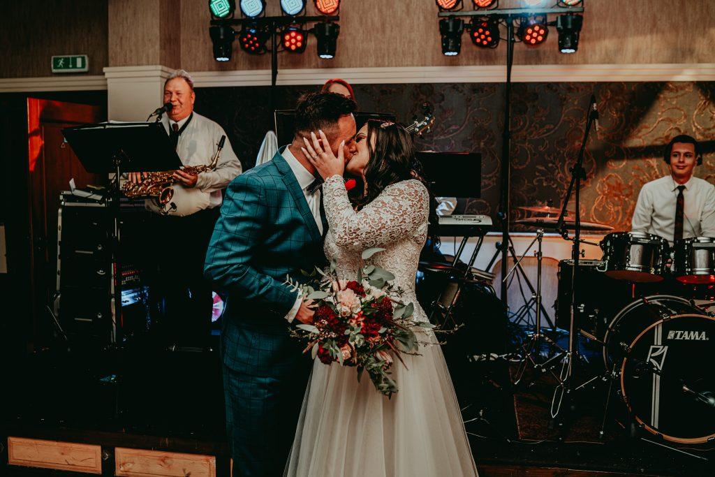 reportaz slubny lubelskie magda tomek 85 1024x683 - Przepiękne wesele w Hotelu 'Regent' w Pawłowie | Magda & Tomek | 26.10.2019