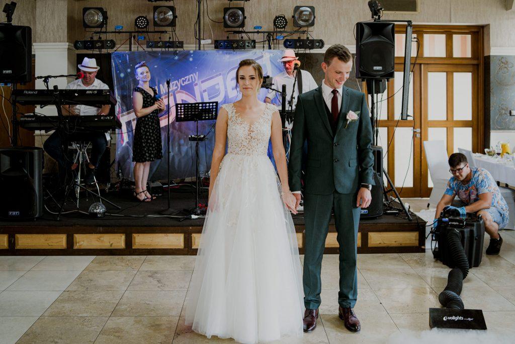 slub swiadkow jehowy regent pawlow 128 1024x683 - Plenerowy ślub Świadków Jehowy w Pawłowie | E+D | 7.08.2020