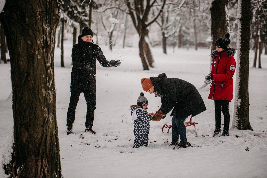 rodzinna sesja zimowa chelm 16 1024x683 - Justyna i Kamil z dziećmi – zimowa sesja rodzinna