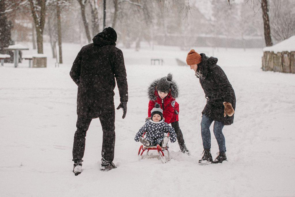 rodzinna sesja zimowa chelm 2 1024x683 - Justyna i Kamil z dziećmi – zimowa sesja rodzinna
