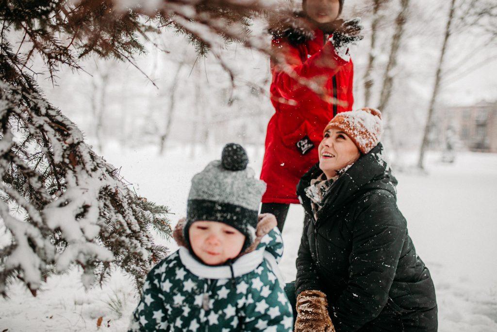 rodzinna sesja zimowa chelm 44 1024x683 - Justyna i Kamil z dziećmi – zimowa sesja rodzinna