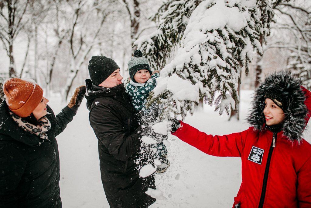 rodzinna sesja zimowa chelm 46 1024x683 - Justyna i Kamil z dziećmi – zimowa sesja rodzinna