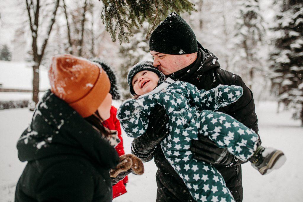 rodzinna sesja zimowa chelm 50 1024x683 - Justyna i Kamil z dziećmi – zimowa sesja rodzinna