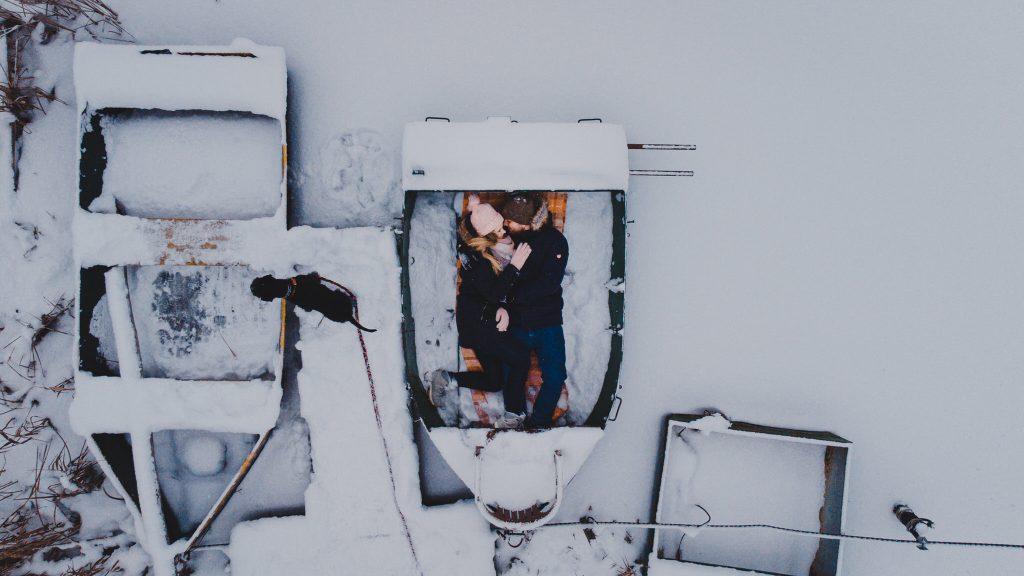 zimowa sesja zakochanych kasia daniel 29 1024x576 - Sesja zimowa zakochanej pary - Kasia i Daniel | 17.01.2021