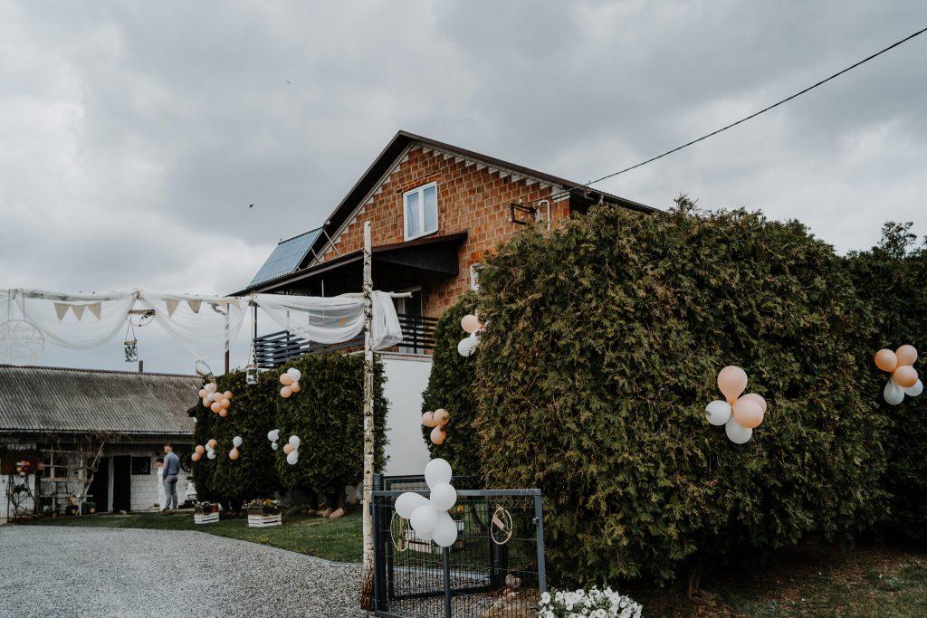 1 przygotowania agata reportaz slubny lubelskie 1 1024x683 - Wesele w stodole Biłgoraj | 15.05.2021
