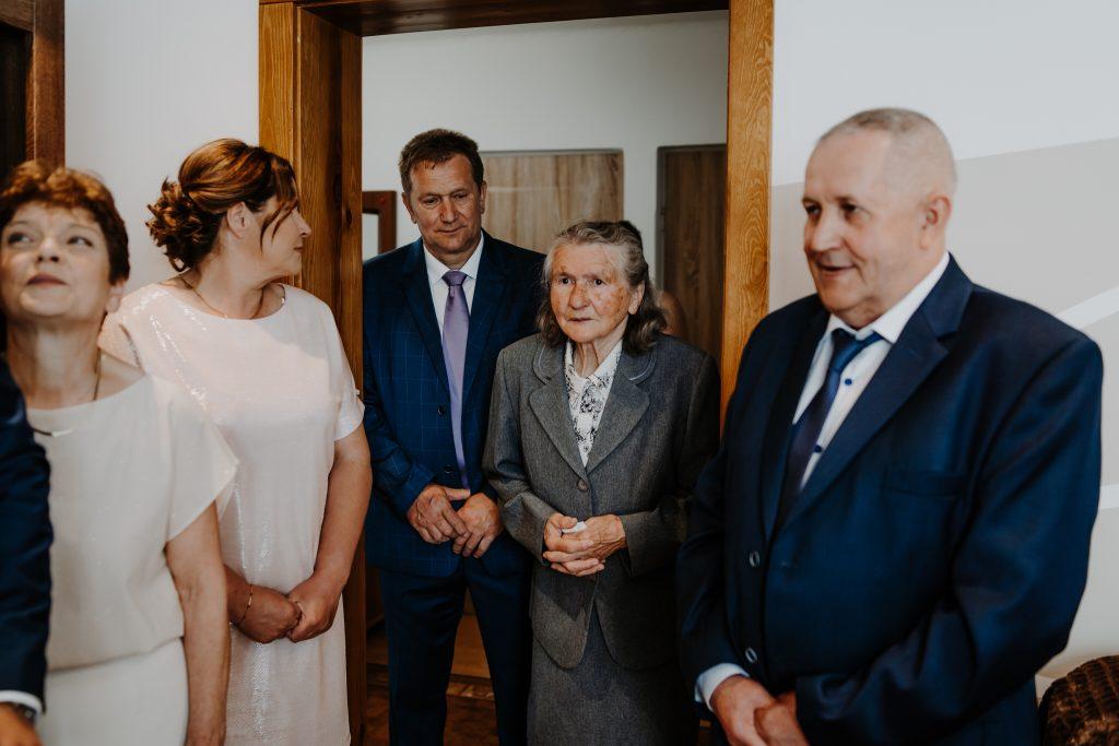 2 brama wykupiny firstlook reportaz slubny lubelskie 126 1024x683 - Wesele w stodole Biłgoraj | 15.05.2021