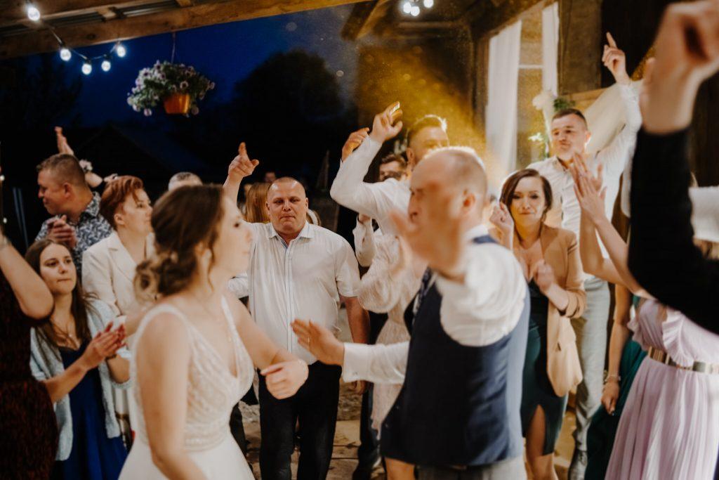 5 wesele rakowka reportaz slubny lubelskie 457 1024x683 - Wesele w stodole Biłgoraj | 15.05.2021