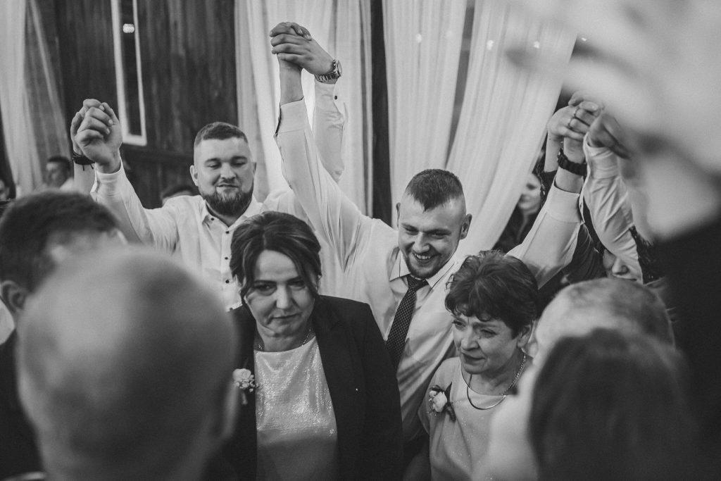 5 wesele rakowka reportaz slubny lubelskie 521 1024x683 - Wesele w stodole Biłgoraj | 15.05.2021