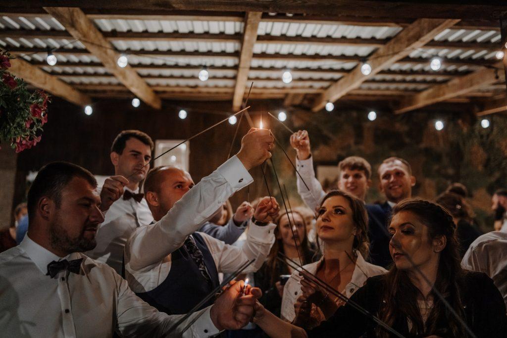 5 wesele rakowka reportaz slubny lubelskie 590 1024x683 - Wesele w stodole Biłgoraj | 15.05.2021