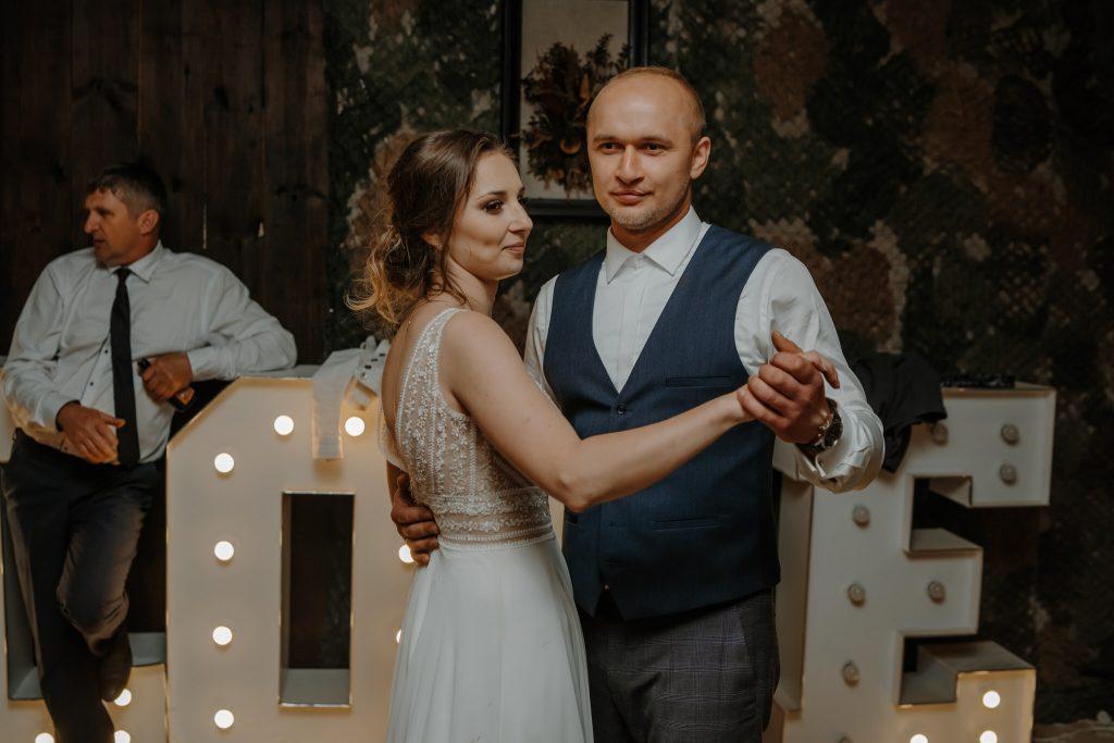5 wesele rakowka reportaz slubny lubelskie 682 1024x683 - Wesele w stodole Biłgoraj | 15.05.2021