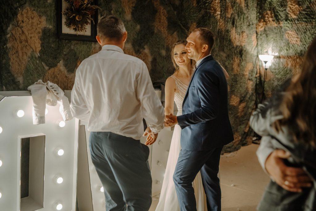 5 wesele rakowka reportaz slubny lubelskie 684 1024x683 - Wesele w stodole Biłgoraj | 15.05.2021
