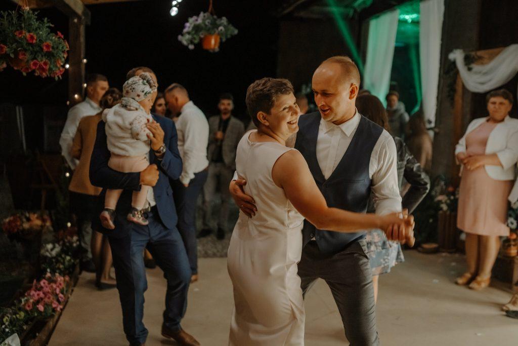 5 wesele rakowka reportaz slubny lubelskie 686 1024x683 - Wesele w stodole Biłgoraj | 15.05.2021