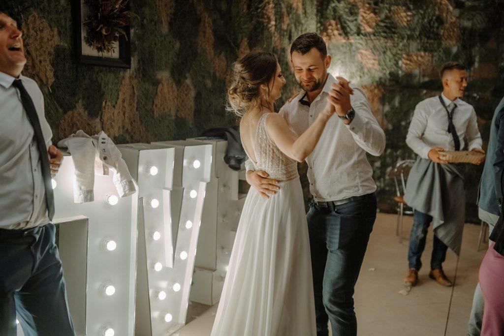 5 wesele rakowka reportaz slubny lubelskie 690 1024x683 - Wesele w stodole Biłgoraj | 15.05.2021