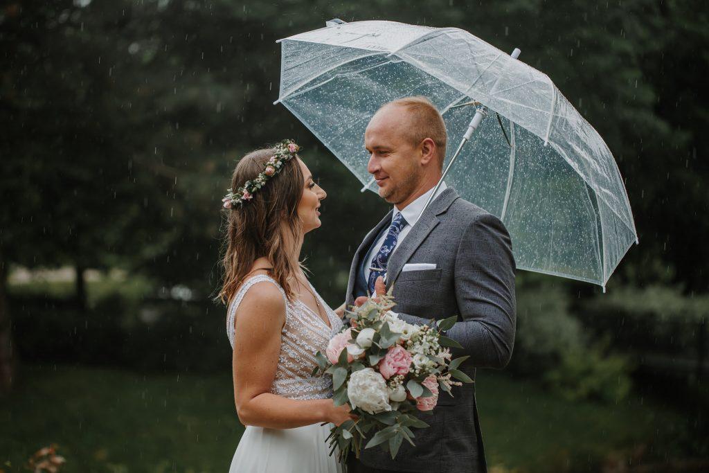 sesja slubna w deszczu zamosc agata marcin 26 1024x683 - Sesja Ślubna w deszczu | Zamość | 13.06.2021