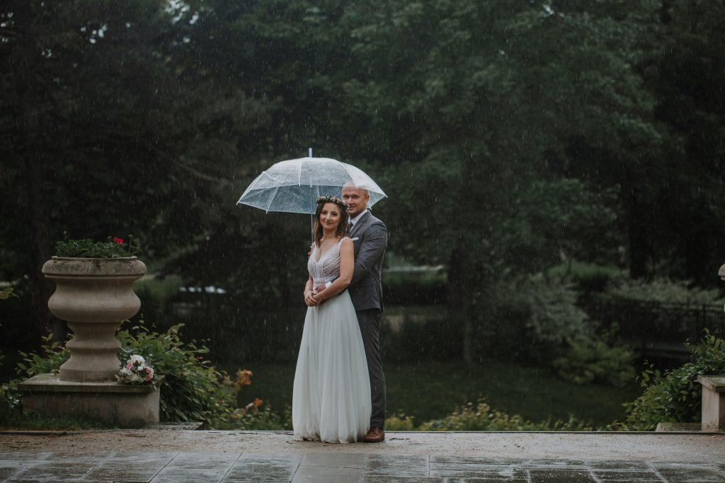 sesja slubna w deszczu zamosc agata marcin 29 1024x683 - Sesja Ślubna w deszczu | Zamość | 13.06.2021